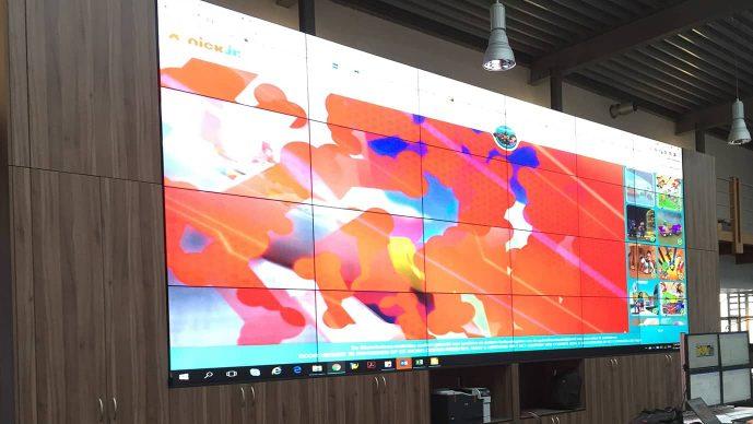 LCD Ultra Narrow Bezel - Control-room-in-Oman - Two Videowalls 4x6 in refinery 2